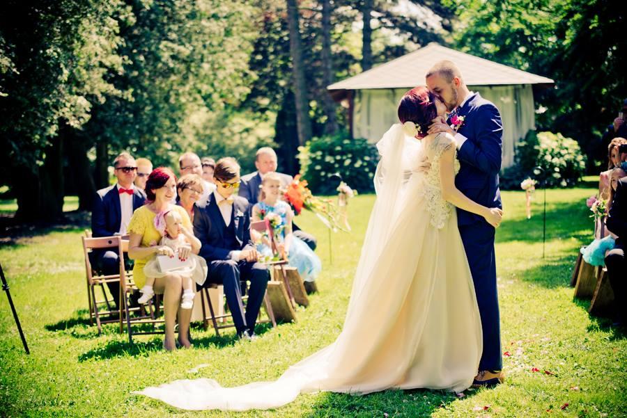 Rustikalni Svatba V Malebne Prirode U Vodnika Slamy Originalni Svatba